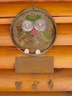 An old pizza pan can make a great Fall decoration.