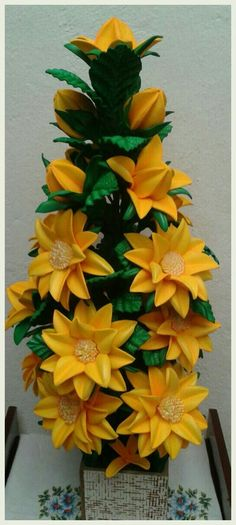 Paper Flowers Wedding, Giant Paper Flowers, Clay Flowers, Flower Vases, Fabric Flowers, Crepe Paper Flowers Tutorial, Wine Bottle Crafts, Flower Crafts, Easter Crafts