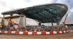 The steel fan trusses of the roof are supported by a concrete wall to the south and two concrete cores to the north.