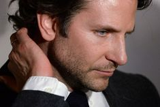 Risultati immagini per bradley cooper Duchovny Anderson, Anderson Cooper, Vintage Boys, Bradley Cooper, A Star Is Born, People Magazine, Hollywood Actor, Dylan O'brien, Hello Gorgeous