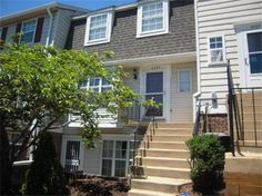 Sunlit Home with Open Floor-plan in Great Location! 4093 Weeping Willow Court, Chantilly, Virginia. 2 bedrooms, 1 bath, 1 partial bath, 1294 sq ft., Colonial style.  Spencer Marker & co.  www.seln4u.com