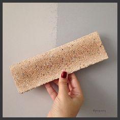 Dia de instalar os tijolinhos!  @palimanan_revestimentos @tintascoral #tijolo #tijoloaparente #tijolinhos #palimanan #revestimento #revestimentodeparede #rustico #natural #tintascoral #tinta #reforma #arquitetura #arquiteturadeinteriores #home #instaarq