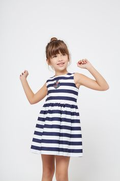 Vestido de Niña Rayas Marino Parche - Moda - Niña - Conguitos #kidsfashion #dress #kids #springsummer #ss18 #vestido #stripes #modaniña #niña Summer Clothes, Summer Outfits, Summer Dresses, Young Fashion, Spring Summer, Stripes, Kids, Templates, Kids Fashion