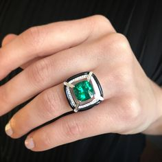It's 3.33 cts, it's a Colombian Emerald, it's set in a special way 💚 this ring #nikoskoulisjewels