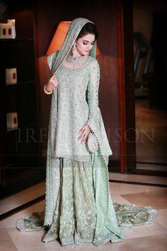 Pakistani Bridal Dresses: 15 Trending Styles To Look Like A Shehzadi – The Best Ideas Pakistani Fashion Party Wear, Pakistani Wedding Outfits, Pakistani Bridal Wear, Pakistani Dresses, Indian Fashion, Couple Wedding Dress, Asian Wedding Dress, Walima Dress, Shadi Dresses