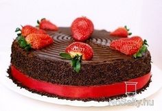 Chocolate Strawberry Cake, Chocolate Strawberries, Chocolate Cake, Creme Fraiche, Pretty Cakes, Sweet And Salty, Let Them Eat Cake, Panna Cotta, Ethnic Recipes