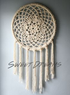 15 Crochet Dream Catcher Ideas for DIY--definitely click through! Crochet Home Decor, Crochet Crafts, Crochet Doilies, Yarn Crafts, Crochet Projects, Diy Crafts, Crochet Tutorials, Diy Crochet, Dreamcatchers