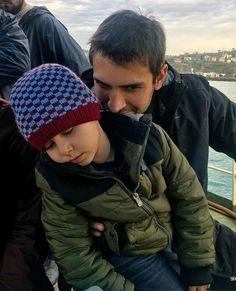Yorgun hamsi ama yangazindan    trabzonlular beğensin Stranger Things Kids, Turkish Beauty, Turkish Actors, Winwin, Best Tv, Cannes, My Images, Good Movies, Actors & Actresses