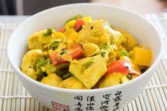 Ein super einfaches und schnell zubereitetes Curry für die ganze Familie. Sehr proteinreich und arm an Kohlenhydraten - perfekt am Abend.