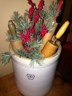 60 Best Awesome Diy Christmas Kitchen Decoration Inspirational Design - Page 29 of 60 - Diaror Diary Primitive Christmas Decorating, Prim Christmas, Winter Christmas, Primitive Decor, Cabin Christmas Decor, Primitive Country Christmas, Primitive Stitchery, Christmas Greenery, Cowboy Christmas
