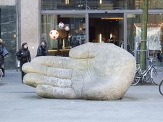 The stone hand in the middle of the Meir shopping street - Antwerp, Belgium Luxembourg, Great Places, Places Ive Been, Places To Travel, Places To Go, Holland, Antwerp Belgium, Stuff To Do, Cool Pictures