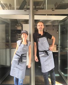 Kitchen aprons, restaurant aprons, cafe aprons, bakeries,workshop aprons, studio aprons.  Jook Company®  More friends in fresh #aprons @cibopizzabtz Best 🍕 in town! #workwear #chefwear #jookcompany #workapparel #soletsgetcooking #truecooks #gastronomie #truckerhat #morethanaprons #pizza ##passionofcooking #biarritz #denimapron   #delantales #tabliers #apron #mandil #cocina #cuisine #chef #barista #camarero #restaurant #bartender #cocktailbar #cocktail #cheflife