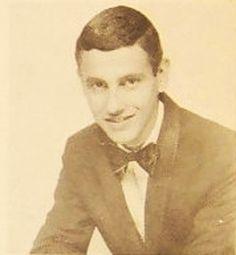 Ismael Miranda es un compositor y cantante puertorriqueño de salsa.