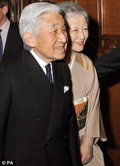 Emperor Akihito and Empress Michiko of Japan, right, arrive at the Castle for the Jubilee lunch