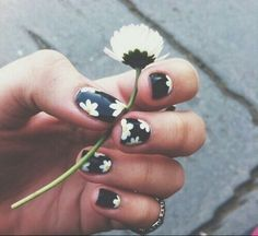 Floral Daisy Nail Art Design