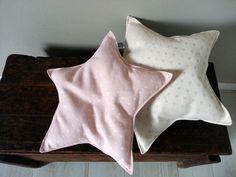 cucito creativo cuscini a stella in tessuto fatti a mano - handmade star pillows #handmade #creativesewingproject #fabricpillow #fabricstars #nurserydecorations #homedecor #handmadewithlove #polkadots #cucitocreativo #stelledistoffa #onceuponastar #cuscinidecorativi #stelleintessuto #shabbystyle #nordicstyle #moderndecorations #stelle #stars