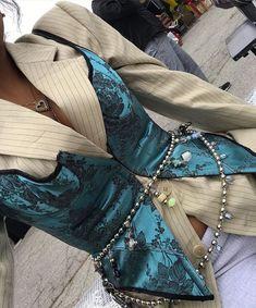 Wrap chain belt with charms over silk corset vest Fashion Details, Love Fashion, Korean Fashion, Winter Fashion, Fashion Design, Fashion Quiz, 2000s Fashion, French Fashion, Style Fashion