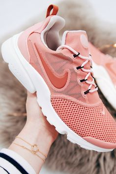 Think pink 👌🏼 Air Max Sneakers, Sneakers Nike, Pastel Shoes, Nike Presto, Powder Pink, Baby Blue, Nike Air Max, Trainers, Blues