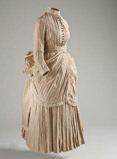 662b1801fee07a 1885 Woman's Tennis Dress from LACMA. Beautiful cotton fabric, but can't  imagine