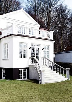 black foundation, white house