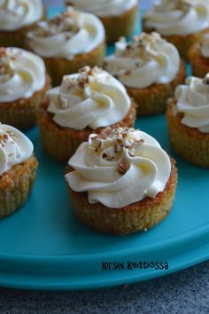 Mini Cupcakes, Cheesecake, Food And Drink, Baking, Breakfast, Desserts, Koti, Morning Coffee, Tailgate Desserts