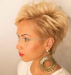 Trendy hairstyles to try in Photo galleries for short hairstyles, medium hairstyles and long hairstyles. Hairstyles for women over Hairstyles for straight, curly and wavy hair. Cute Hairstyles For Short Hair, Short Hair Cuts For Women, Pixie Hairstyles, Pixie Haircut, Curly Hair Styles, Haircut And Color, Hair Color And Cut, Corte Y Color, Sassy Hair