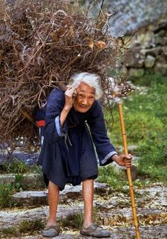http://www.pics-site.com/2011/04/02/life-of-poor-people-in-china/      Life of Poor People in China