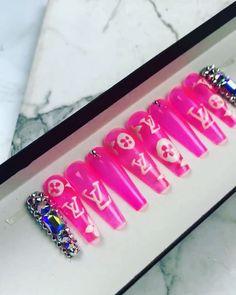 Designer Nails LV Neon Pink Nails #neonpink #lv #bdaynails Neon Pink Nails, Bling Nails, Designer Nails, Vacation Nails, Swarovski Nails, Press On Nails, Nail Inspo, Coffin Nails, Summer Nails
