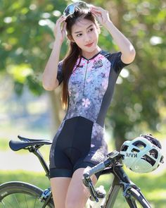 As a beginner mountain cyclist, it is quite natural for you to get a bit overloaded with all the mtb devices that you see in a bike shop or shop. There are numerous types of mountain bike accessori… Vintage Cycles, Vintage Bikes, Beginner Triathlete, Radler, Female Cyclist, Cycling Girls, Cycle Chic, Road Bike Women, Bicycle Girl