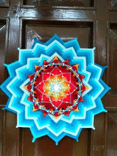 Світлина від Aydan Tan Başkan. Mandala Pattern, Mandala Design, Mandala Art, Preschool Crafts, Fun Crafts, Arts And Crafts, God's Eye Craft, Dream Catcher Mandala, Gods Eye