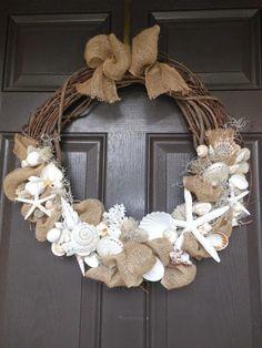 Maritime decoration ideas invite the sea home- Maritime Deko Ideen laden das Meer nach Hause ein door wreath from shells sea deco - Coastal Wreath, Seashell Wreath, Seashell Art, Seashell Crafts, Beach Crafts, Coastal Decor, Beach Wreaths, Crafts With Seashells, Driftwood Wreath