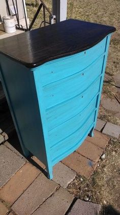 Do THIS to any broken dresser to make it look so gorgeous! Green Dresser, Oak Dresser, Modern Dresser, Dressers, Paint Furniture, Rustic Furniture, Antique Furniture, Furniture Refinishing, Repurposed Furniture