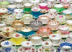 Tea Cups and Tea Cups for-my-vintage-tea-shop-one-day Vintage Dishes, Vintage China, Vintage Teacups, Vintage Kitchen, Store Concept, Teapots And Cups, My Cup Of Tea, Tea Cup Saucer, High Tea