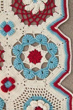 Bullion Beach Blanket: Interweave Crochet Summer Very interesting motif. Crochet Home, Love Crochet, Beautiful Crochet, Crochet Crafts, Crochet Summer, Crochet Motifs, Crochet Squares, Crochet Granny, Granny Squares