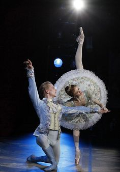 lasylphidedubolchoi:  Svetlana Zakharova and David Hallberg in Bolshoi's The Sleeping Beauty Photo by Elena Fetisova (?)