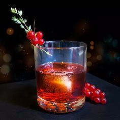Bourbon Cocktails, Fun Cocktails, Bourbon Old Fashioned, Best Bourbons, Brunch Drinks, Best Cocktail Recipes, Honey Syrup, Alcohol Drink Recipes