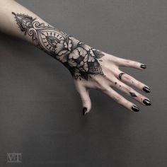 Tattoo Vildan Vildan - tattoo's photo In the style Blackwork, Flowe Mandala Hand Tattoos, Wrist Tattoos, Finger Tattoos, Sleeve Tattoos, Tribal Hand Tattoos, Palm Tattoos, Dream Tattoos, Black Tattoos, Shin Tattoo