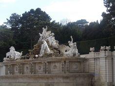 La fontaine de Neptune dans le parc du château de Schönbrunn