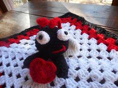 Little Love Bug free pattern Baby Blanket Crochet, Crochet Baby, Free Crochet, Crochet Geek, Baby Lovey, Polar Bears, Love Bugs, Security Blanket, Knitting Ideas