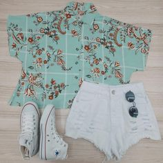 Camisa cropped + hot pants branco perfect outfits e Teen Fashion, Korean Fashion, Fashion Outfits, Womens Fashion, Tumblr Outfits, Hot Pants, Teenage Outfits, Cute Casual Outfits, Feminine Style