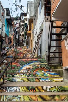 Colourful stairs leading into Las Peñas in Guayaquil, Ecuador | heneedsfood.com