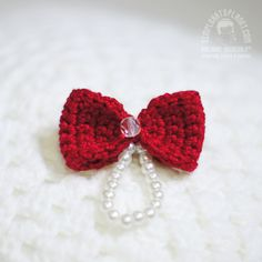 Handmade bow brooch with glass pearls and crystal. #ribbon #bow #accessories #brooch #pin #jewelry #handmade #crochet