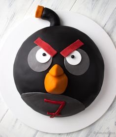 Angry birds cake made by Kinuskikissa.  http://www.kinuskikissa.fi/angry-birds-kakku-kasperille
