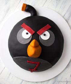 Angry birds cake made by Kinuskikissa.  http://www.kinuskikissa.fi/angry-birds-kakku-kasperille