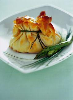 Su Sale&Pepe trovi la ricetta per cucinare i fagottini di ricotta all'erba cipollina, un antipasto dal sapore irresistibile. Scopri come farli.