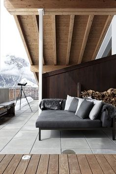 """Previous Pinner :""""I'm loving this modern rustic Swiss ski chalet with it's mix of old and new wood and emphasis on textures and materials designed by Marcel Wolterinck. Chalet Interior, Patio Interior, Interior Exterior, Exterior Design, Interior Architecture, Chalet Design, Bar Design, House Design, Design Ideas"""