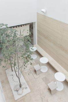 Guests at this hotel in Mexico City, designed by local architect Regina Galvanduque, can bathe in rooftop jacuzzis, drink tea on tatami mats or find zen in its courtyard garden. Coffee Shop Interior Design, Japanese Interior Design, Coffee Shop Design, Cafe Design, Cafe Restaurant, Restaurant Design, Mexico City, Retail Design, Architecture