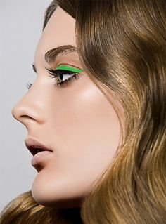 pop of bright green eyeliner with nude lip