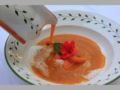 Marillensuppe Panna Cotta, Pudding, Ethnic Recipes, Desserts, Food, Apple, Tailgate Desserts, Dulce De Leche, Meal