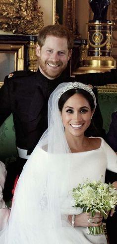 Prince Harry, duc de Sussex et sa nouvelle épouse, Meghan, duchesse de Sussex. Megan E Harry, Harry And Meghan Wedding, Prince Harry Et Meghan, Meghan Markle Wedding, Meghan Markle Prince Harry, Royal Wedding Prince Harry, Harry Harry, Princess Diana Family, Princess Meghan